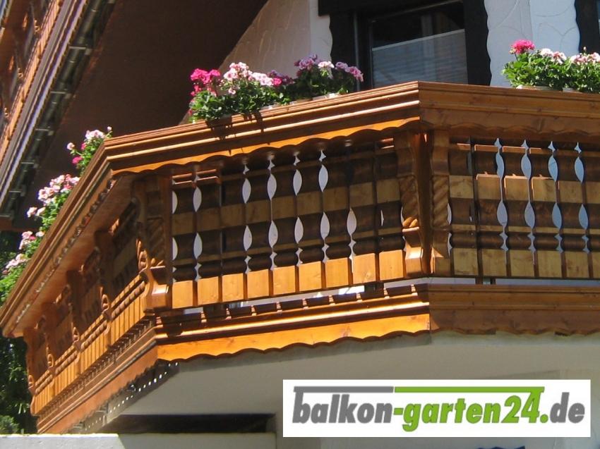 Balkongeländer Holz nord. Fichte Kufstein mit Zopfkonsole
